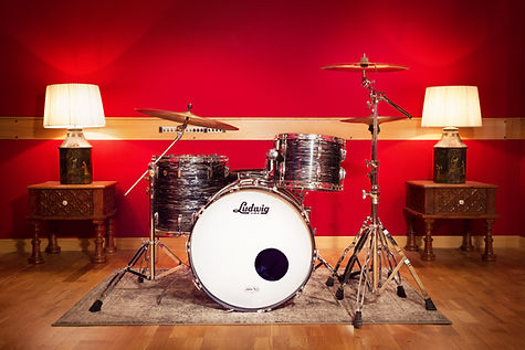DockStreetStudios-LiveRoom-Drums-9717-SE