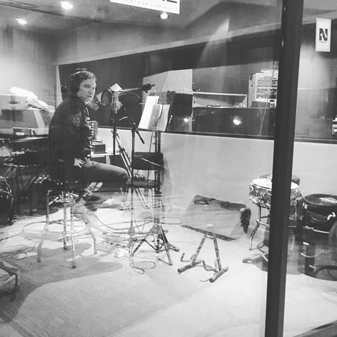 Coque cantando en estudio.jpg