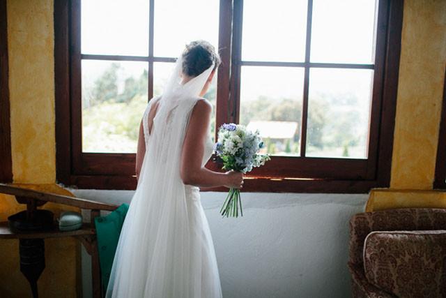 12_Detallerie_wedding planner_countryside_bride_bouquet
