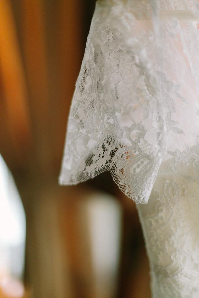 31_detallerie_wedding-planners_outdoor-colorful-wedding_bride_dress