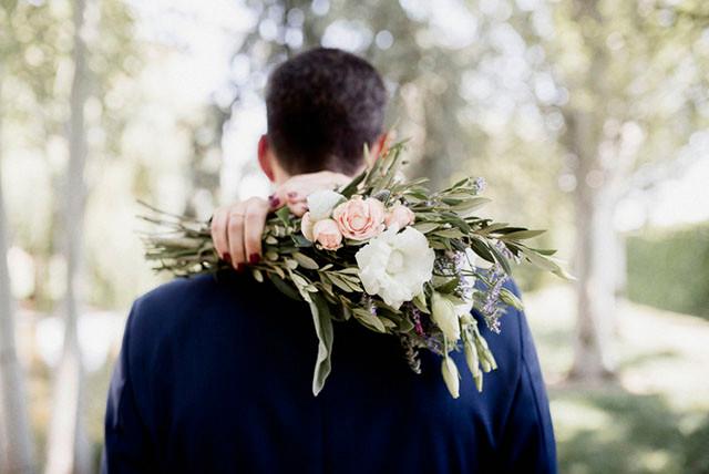 45_Detallerie_wedding planners_groom_bouquet