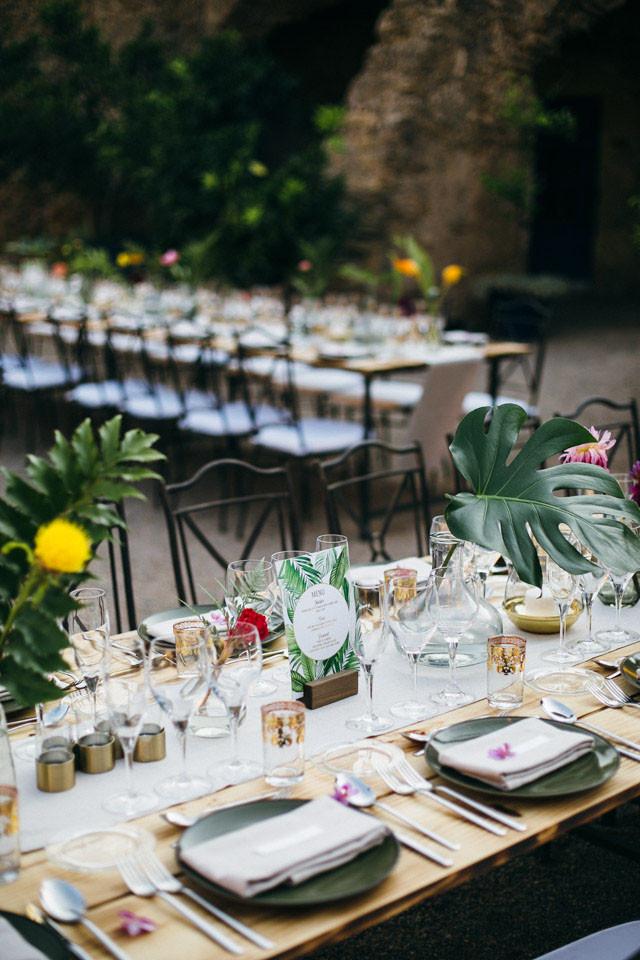 135_detallerie-wedding-planne_tropical_mediterranean_reception_tableware_centerpiece_leaf