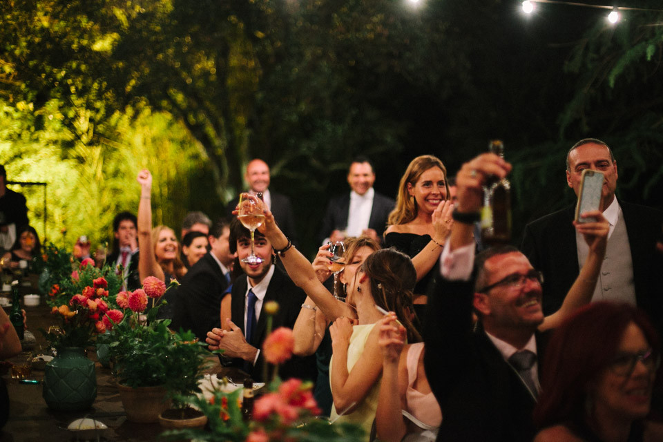 177_detallerie_wedding-planners_outdoor-colorful-wedding_ceremony_flowers_reception_guests