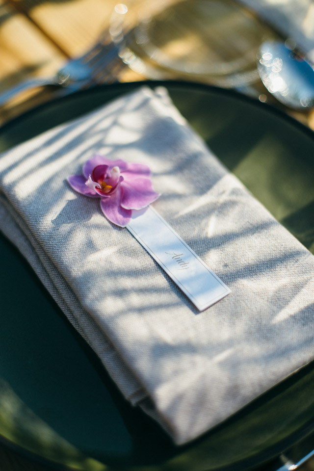132_detallerie-wedding-planne_tropical_mediterranean_reception_tableware_place-card_orchidea