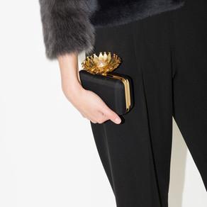 El clutch, el complemento indispensable para un look de invitada