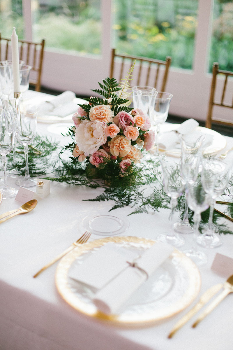 108.Detallerie_wedding_planner_gold_setting_centerpiece