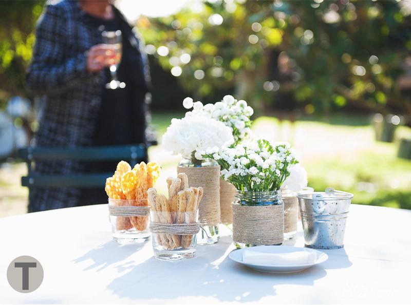 Decoración mesas de aperitivo. Boda en Masia Ribas por Detallerie. Catering Le Chef
