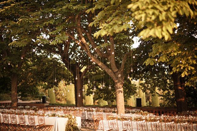 30_Detallerie_Wedding_castle_table scape_setting_lighting