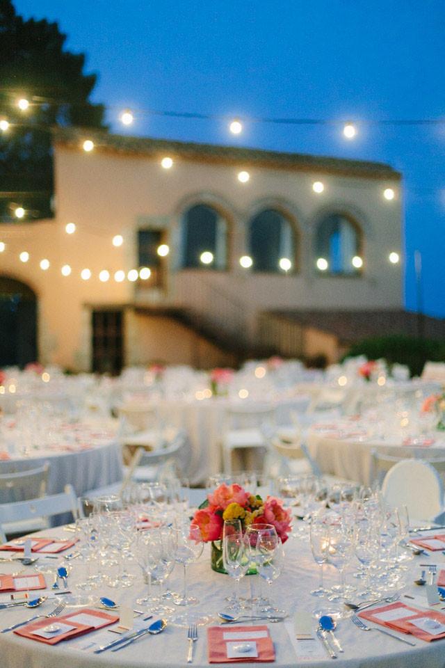 107_Detallerie_wedding planners_colorful wedding_setting_centerpiece light garland