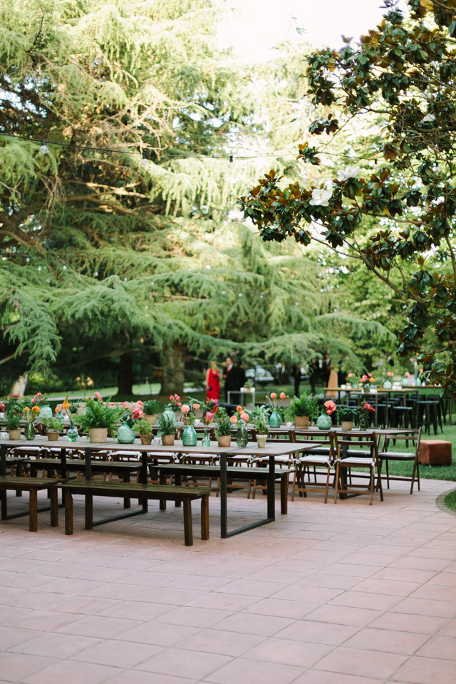 103_detallerie_wedding-planners_outdoor-colorful-wedding_ceremony_flowers_reception_table-setting