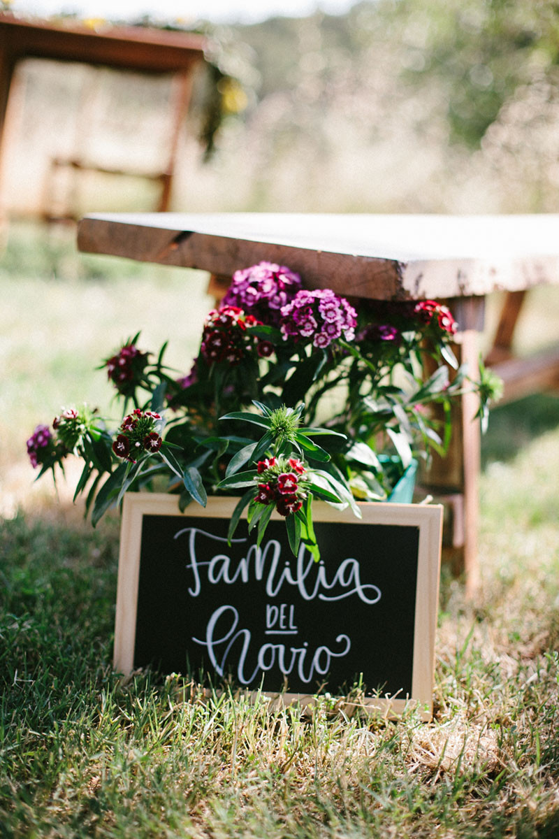 18_ Detallerie Wedding planners_ ceremony flowers and sign