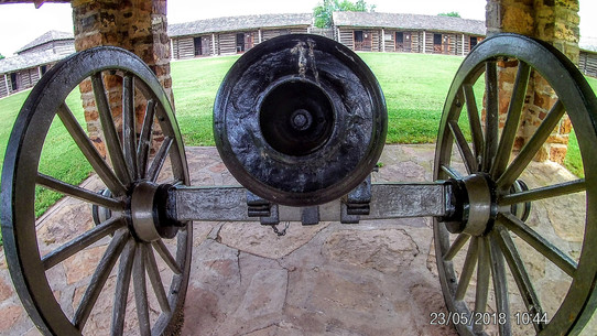 Silent cannon at Fort Gibson