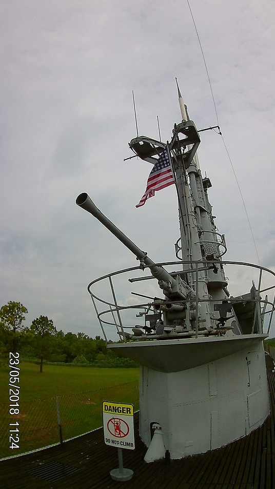 Deck gun on the USS Batfish