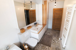 łazienka szafka lustrzana.jpg