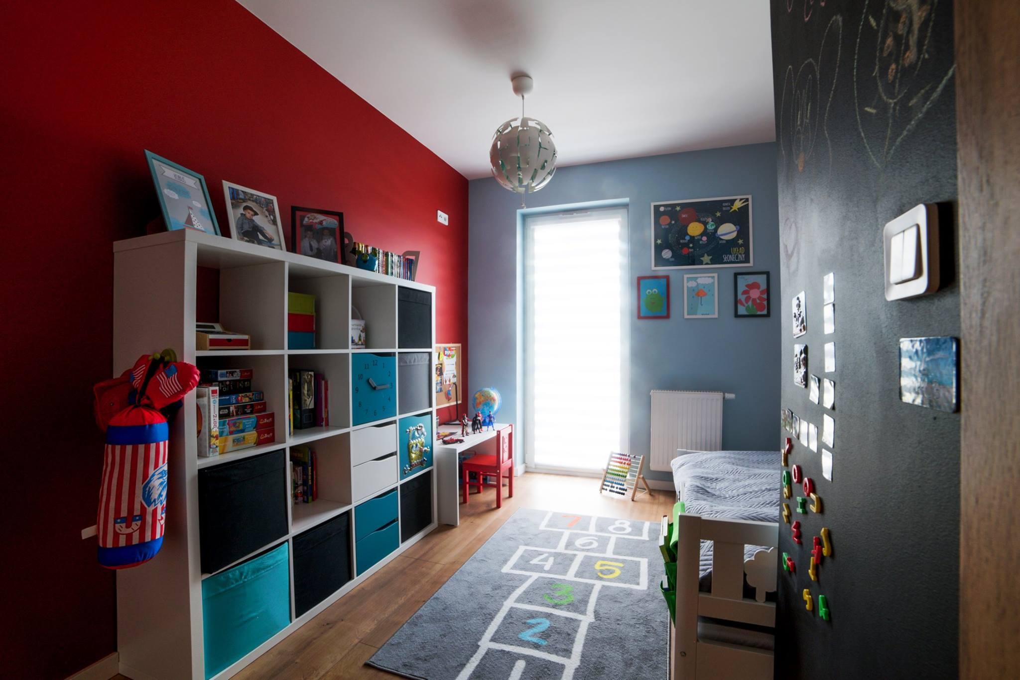 pokój dziecięcy czerwony.jpg