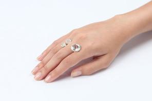 Anel Flor e Pedra – R$350,00