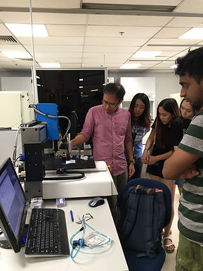 Our bioprinting team hosted a lab tour for international students!