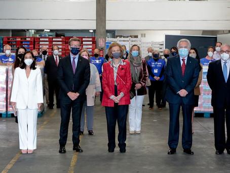 Su Majestad la Reina Doña Sofía visita el Banco de Alimentos de Rías Altas