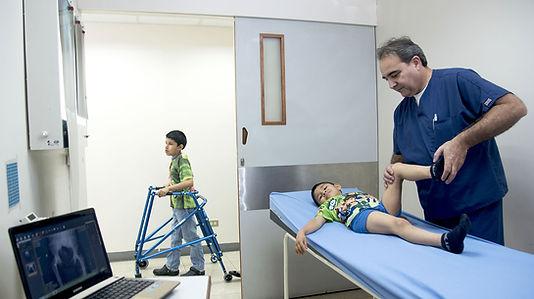 Dr_y_niño_ortopedia.jpg