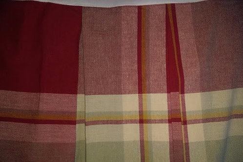 "Noble Excellence Queen Bed skirt Rd/Cr/Gr Plaid 15"" Drop SPLIT Corner"
