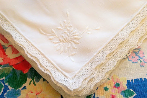 White Linen Napkins Set of 8 Lace Border Floral Embroidery