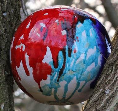 Nr._6_Keramisk_sfære,_Diameter_28_cm,_2013_glasur_på_porcelæn._Ceramic_sphere,_Diameter_28_cm,_Glaze