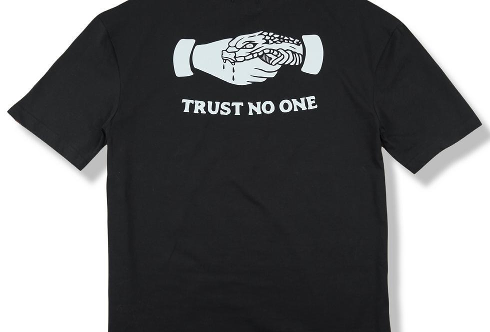Trust No One Oversize T-shirt