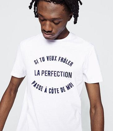 Si tu veux frôler la perfection passe à côté de moi
