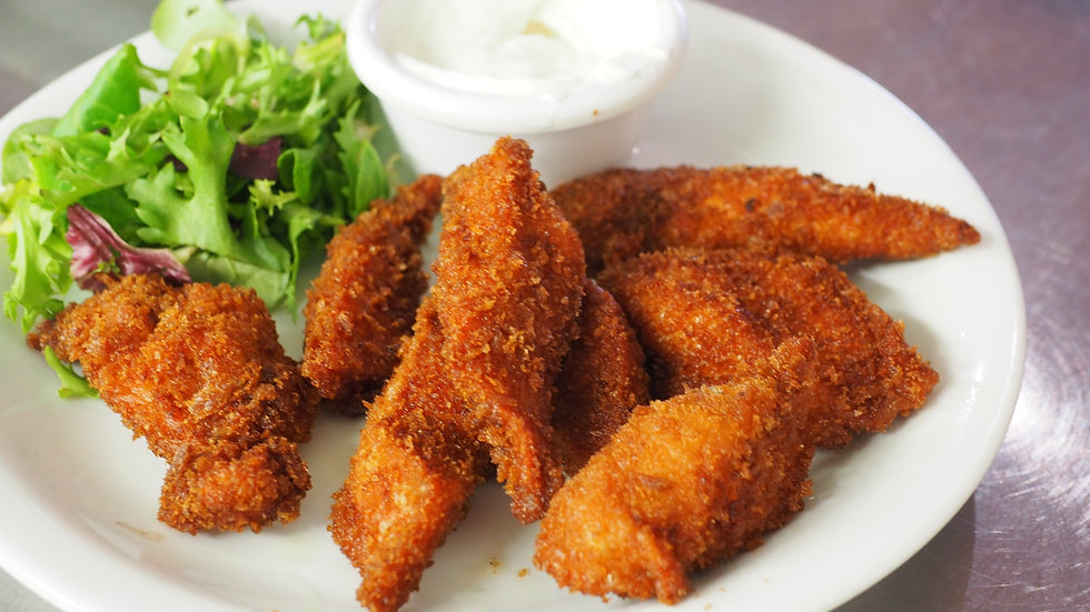 Fried chicken wings with salad and ranch