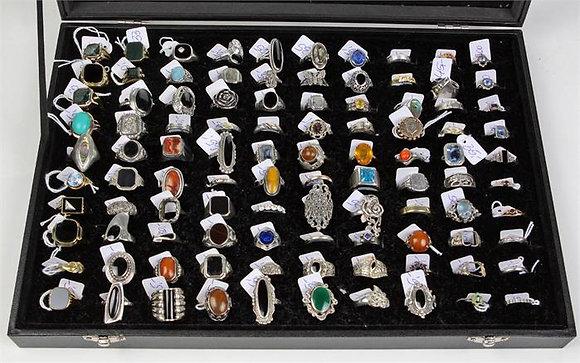 Schmuck / Konvolut von 100 Ringen