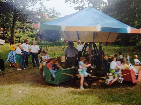 historisches Karussell - original Reitschule - groß