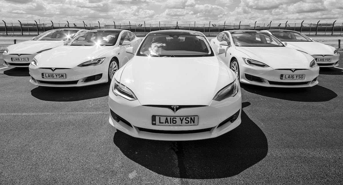 White-car-tesla-Model_S-04.jpg