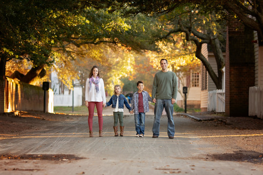 family children kids babies moms portraits photos photography portraiture families williamsburg virginia love snapped photography senior seniors high school family colonial williamsburg