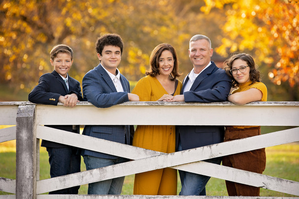family children kids babies moms portraits photos photography portraiture families williamsburg virginia love snapped photography senior seniors high school