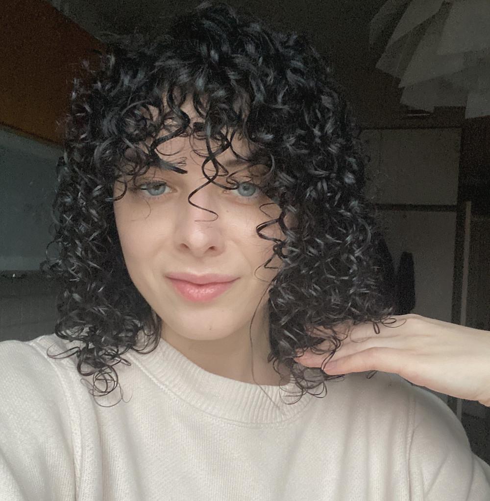 Кудрявые волосы в касте