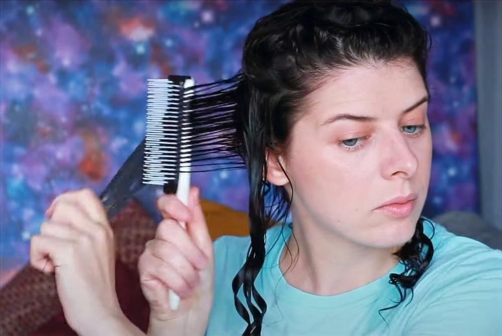 Расчесывание кудрявых волос