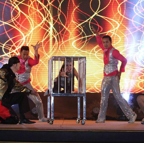 Malaysia Magician -Firecage.JPG
