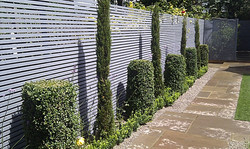 grey-painted-slatted-horizontal-privacy-screen-london