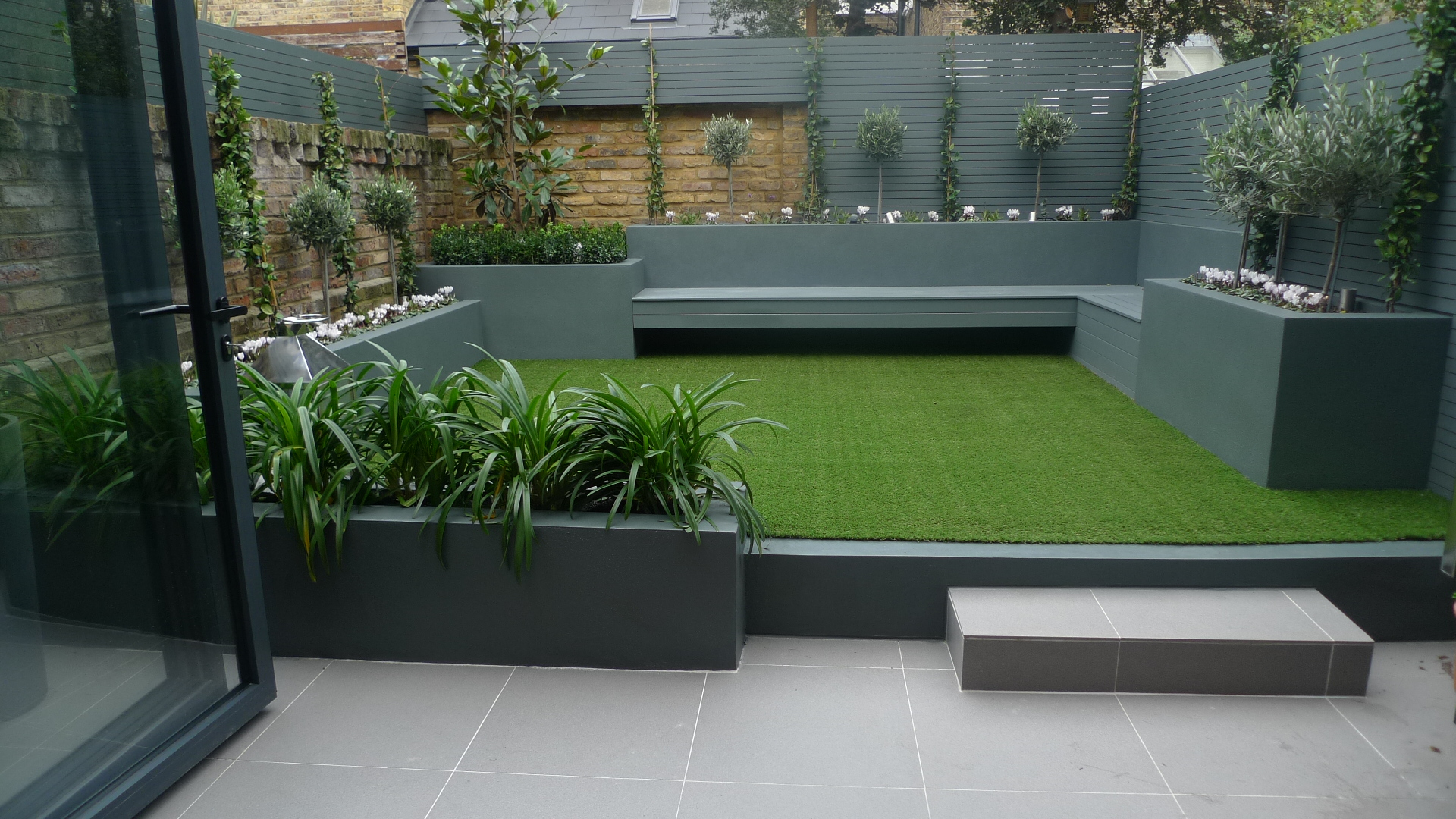 small courtyard garden design designer balham clapham battersea docklands fulham chelsea london