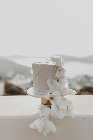 Wedding cake featuring The Isle's floristry
