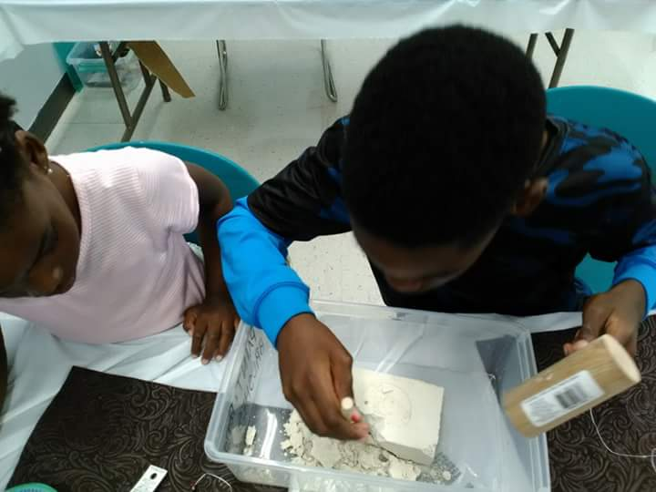 Gemstones & Crystals workshops for kids!Digging for stones!