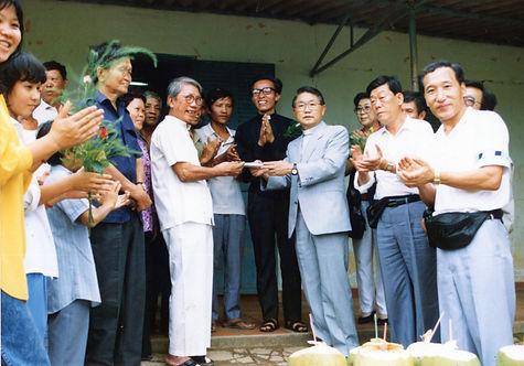 베트남 호치민시티 지원방문(1992년).jpg