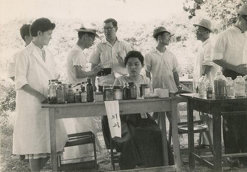 의원 설립 이전에는 세브란스병원과 성모병원 의료진들이 마을을 찾아 치료봉