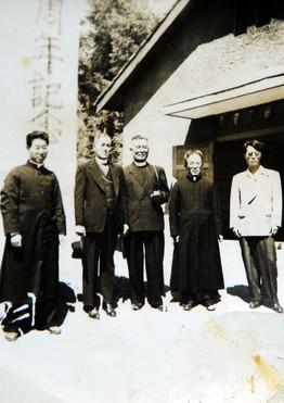 3대 원장 윤을수 신부님 (왼쪽 첫번째)