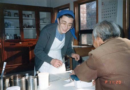마을에서 의료봉사를 하신 예수의 작은 자매회의 프랑스인 안드레아 수녀님.