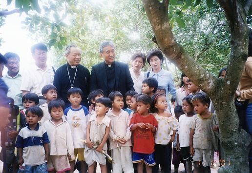 베트남 흰비둘기 마을 지원 방문 (2001년).jpg