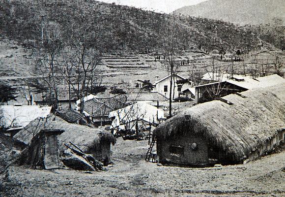 성 나자로 요양원 아래에 있던 나환자들의 초가집.JPG