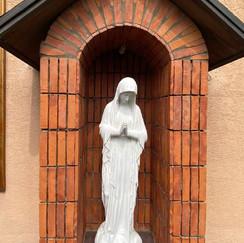 수녀원 앞 성모상