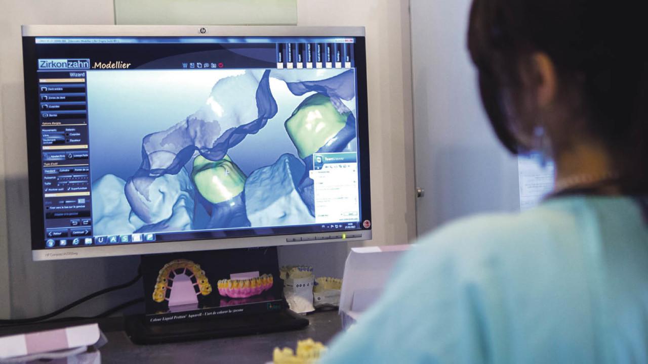 Dental-prosthesis-production-lab-using-c