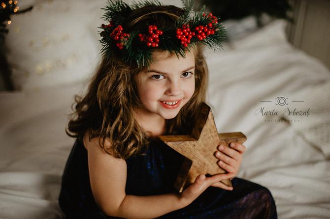 Wunderbare Geschwister im Weihnachtsstil